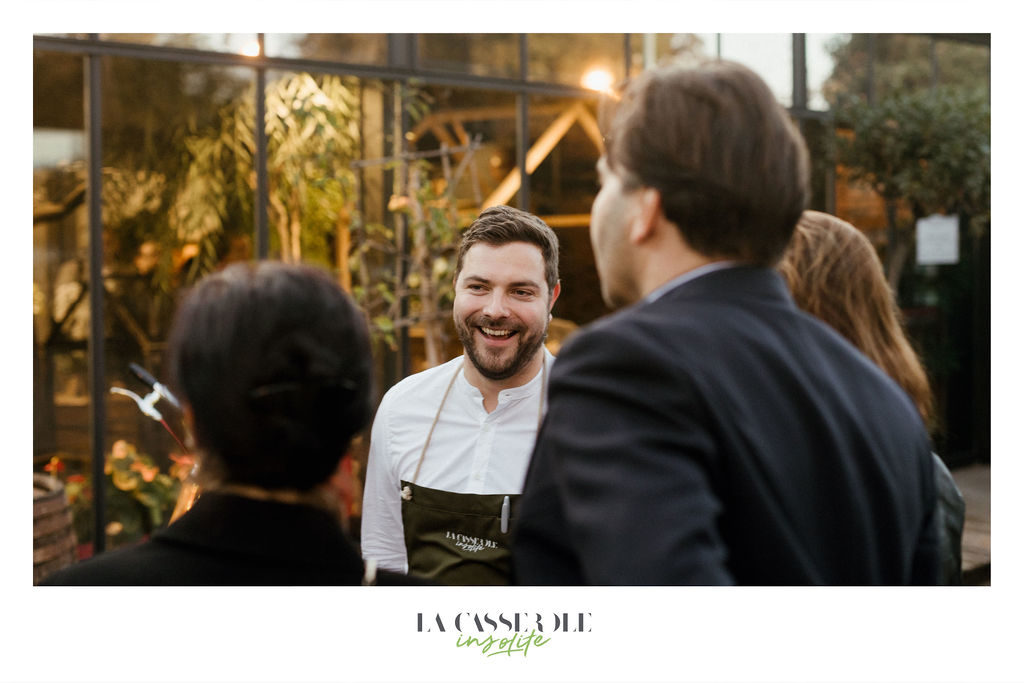 Cédric Kuster accueillant ses clients au diners insolites du 19 et 20 septembre 2019